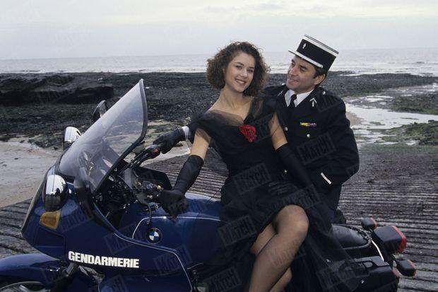 Valérie Claisse avec son père Louis-Paul, adjudant-chef de gendarmerie à La Roche-sur-Yon, où il commande la brigade motorisée