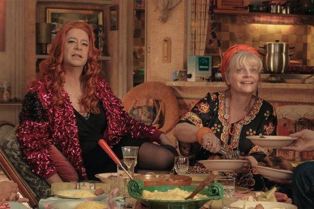 "Thibault de Montalembert (Lola) et Isabelle Nanty (Yolande) dans ""Miss"""