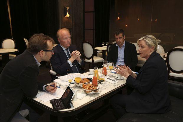 Le 12 mai, à La Villa, avenue de Friedland à Paris. Petit déjeuner entre deux sortants, têtes de liste. Pour la circonscription Massif central-Centre, Brice Hortefeux (UMP), et pour le Nord-Ouest, Marine Le Pen (FN).