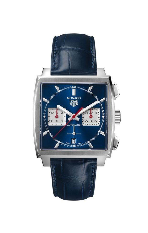 Monaco Heuer 02 en acier, 39 x 39 mm, mouvement chronographe automatique, bracelet en alligator.