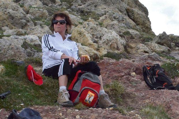 MONIQUE THIBERT, 65 ANS Disparue le 2 juin 2015. Ses amis ont perdu de vue cette excellente marcheuse sur le chemin du retour, alors qu'elle avait pris les devants. Ses affaires n'ont jamais été retrouvées.