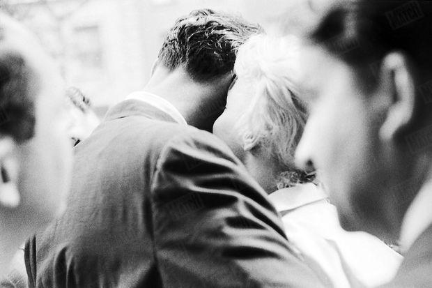 « Les amoureux sont seuls au monde. » - Paris Match n°378, 7 juillet 1956