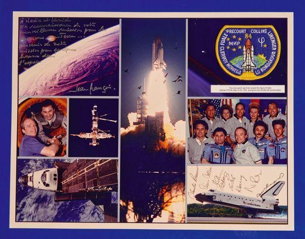 Montage photo du voyage de la navette Atlantis de 1997 dédicacé par l'astronaute Jean-François Clervoy: «À Nadia et Leonid [son mari] en reconnaissance de votre merveilleuse mission pour les hommes sur terre. »