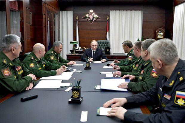 Moscou, le 22 décembre. Sommet au ministère de la Défense avec les chefs d'état-major. Poutine ordonne le renforcement de «la force de frappe nucléaire russe».