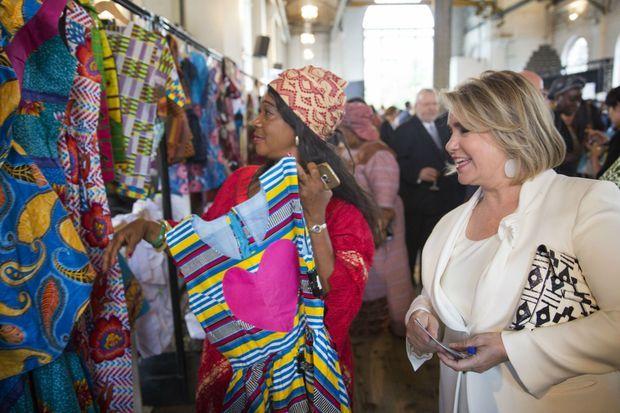 S.A.R la Grande Duchesse a visité les nombreux stands de l'exposition de la Fondation Mukege à Genève.