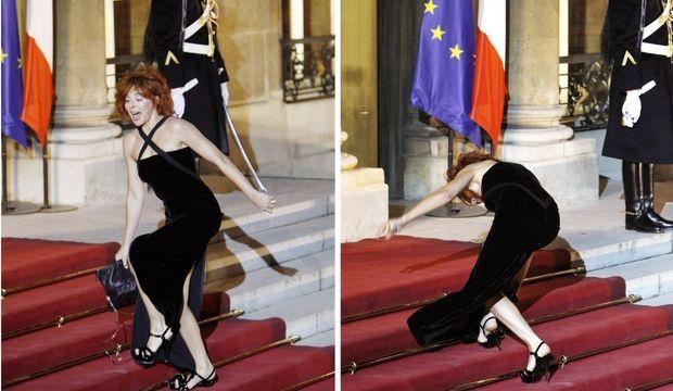 Mylène Farmer chute en arrivant à l'Elysée-
