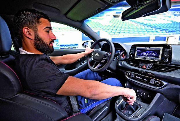 Nabil Fekir au volant de la Hyundai i30 N Fastback