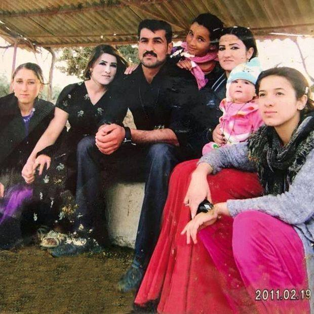 De g. à dr. : Sester, la belle-soeur de Nadia, sa soeur Adkee, son frère, Khairy, sa nièce Baso, son autre soeur, Dimal, sa nièce Maisa et Nadia, en 2011.