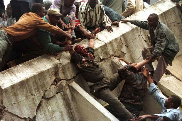 Après l'attentat contre l'ambassade des Etats-Unis à Nairobi, le 7 août 1998.