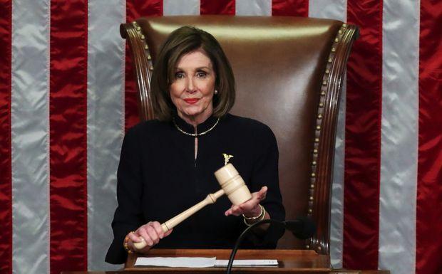 Nancy Pelosi, présidente de la Chambre des représentants, le 18 décembre, pendant le vote sur la destitution pour « abus de pouvoir » et « obstruction ».