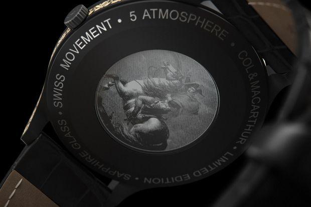 """Le fond du boitier de la montre """"Napoléon 1821"""" de la maison horlogère belge Col&MacArthur, lancée le 5 mai 2021"""