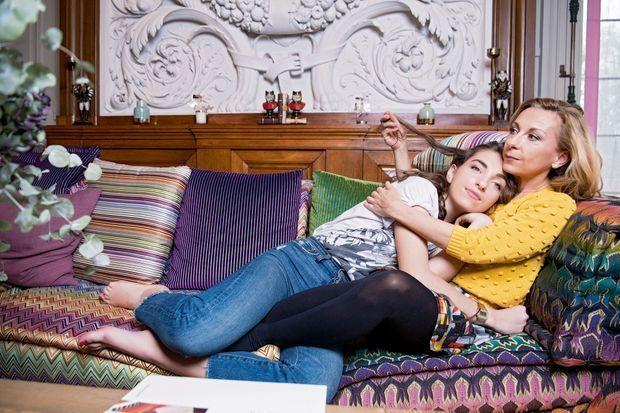 Natalie Dessay et sa fille Neïma Naouri, 19 ans, chez elles, à La Varenne-Saint-Hilaire.