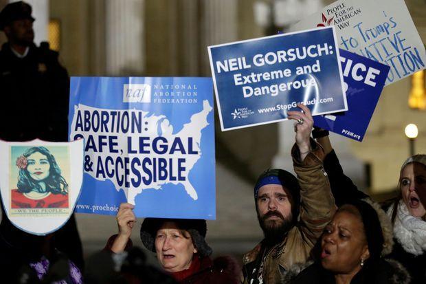 Devant la Cour suprême, protestation contre la nomination de Neil Gorsuch.