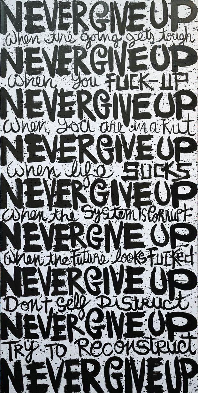« Never give up » par Delphine. Black and White – 140 x 70 x 4 cm. A découvrir à Knokke.