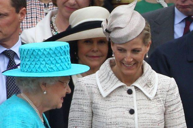 Sophie de Wessex et sa belle-mère la reine Elizabeth II à Winsor le 19 mai 2012