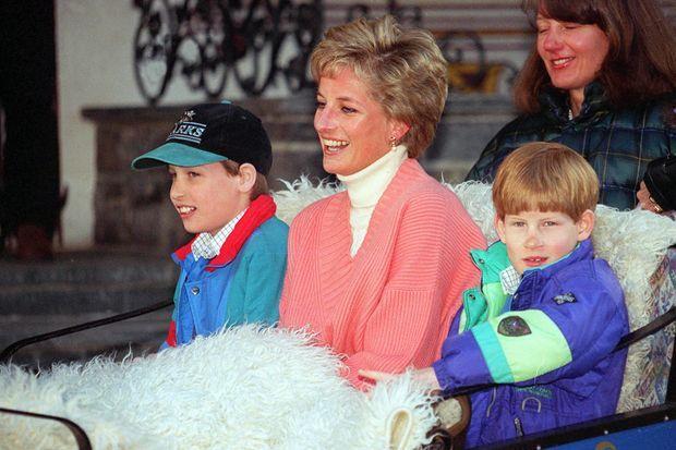 William avec sa mère Diana et son frère Harry en 1994