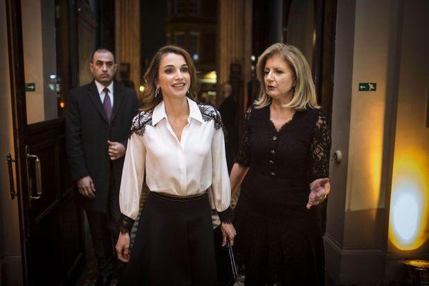 La reine Rania de Jordanie avec Arianna Huffington à Londres, le 5 mars 2015.