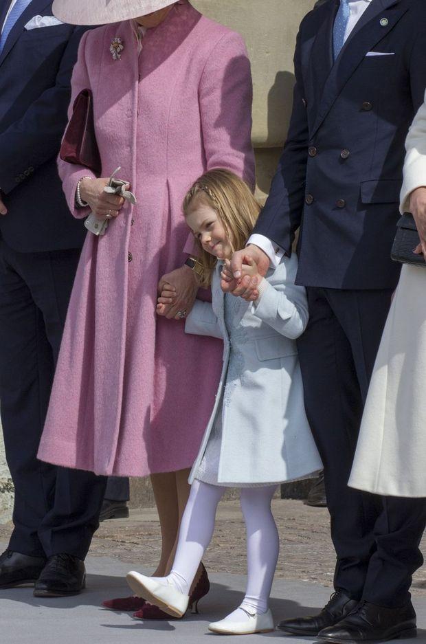 La princesse Estelle lors de l'hommage militaire au roi Carl XVI Gustaf de Suède à Stockholm, le 30 avril 2016