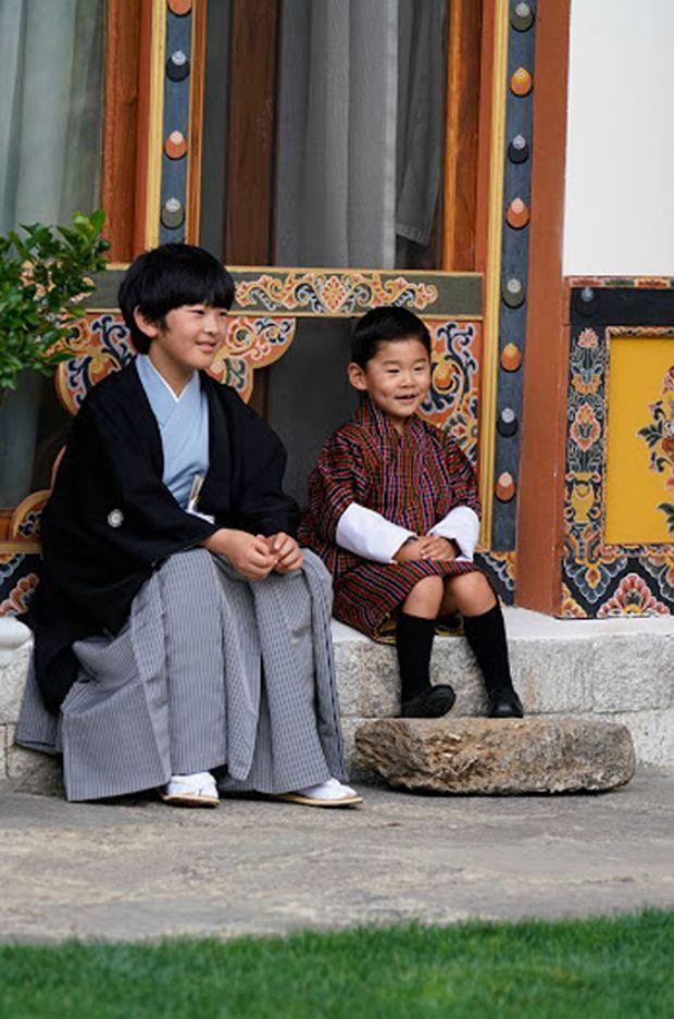 Le prince Hisahito du Japon et le prince Jigme Namgyel du Bhoutan à Thimphou, le 19 août 2019