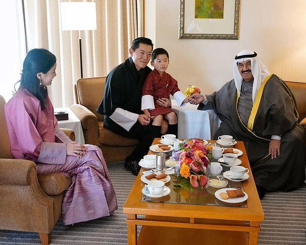 Le roi et la reine du Bhoutan avec leur fils à Tokyo, fin octobre 2019