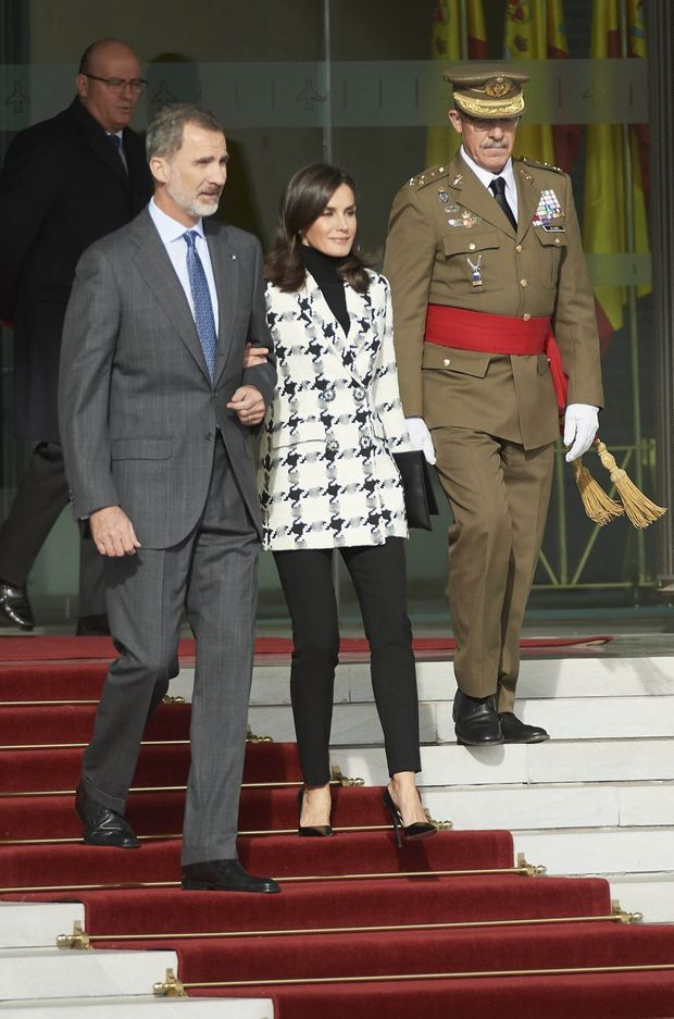 La reine Letizia et le roi Felipe VI d'Espagne à leur départ pour Cuba, à l'aéroport de Madrid-Barajas, le 11 novembre 2019
