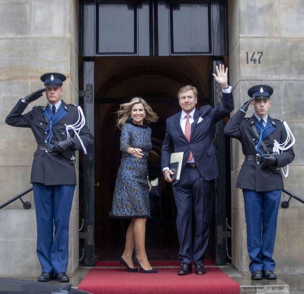 La reine Maxima et le roi Willem-Alexander des Pays-Bas arrivent au Palais royal à Amsterdam pour leur première cérémonie de vœux, le 14 janvier 2020