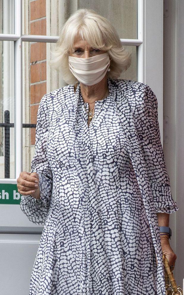 La duchesse de Cornouailles Camilla avec un masque en tissu à Londres, le 8 septembre 2020