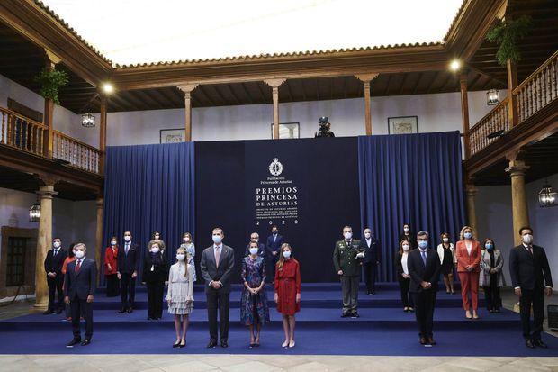 La princesse des Asturies Leonor avec le roi Felipe VI d'Espagne, la reine Letizia et la princesse Sofia à Oviedo, le 16 octobre 2020