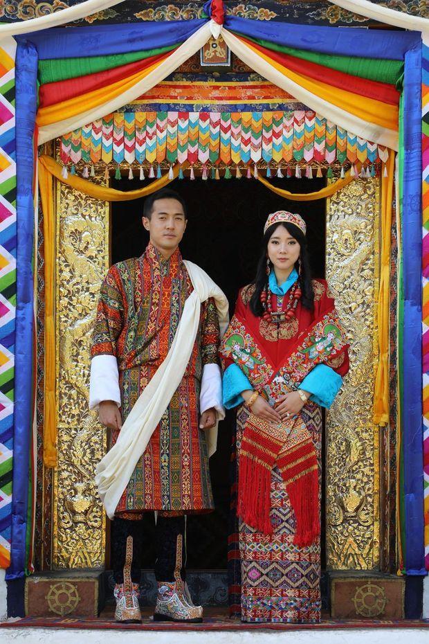 La princesse Eeuphelma Choden et Dasho Thinlay Norbu, le jour de leur mariage, le 29 octobre 2020