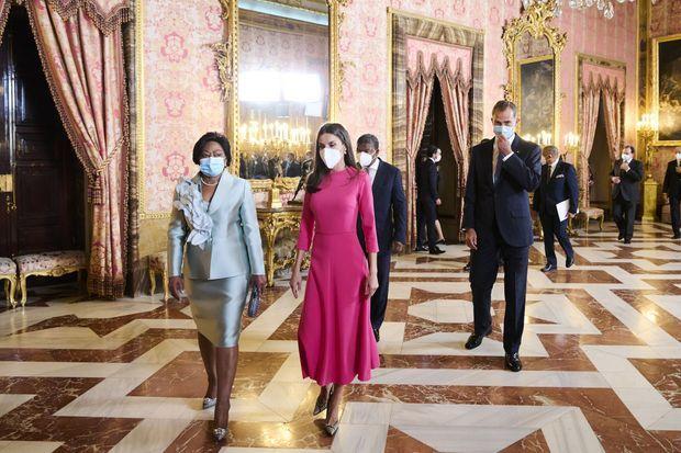 La reine Letizia et le roi Felipe VI d'Espagne avec le président de l'Angola Joao Manuel Goncalves Lourenco et sa femme à Madrid, le 28 septembre 2021