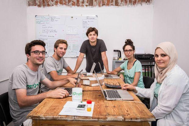 L'équipe de nextProtein dans les bureaux de Nabeul en Tunisie avec de g. à dte: Mathia, Achile, Mohamed, Syrine et Maroua, septembre 2016