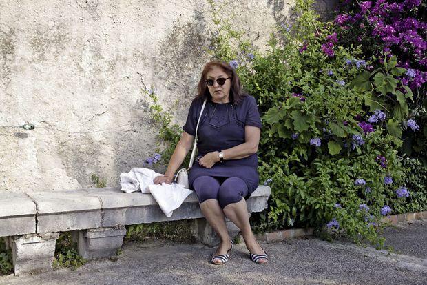 Martine Car dans les jardins du monastère de Cimiez, à Nice. Témoin de la tuerie, elle est toujours en état de choc : « Désormais, j'ai peur de tout. »