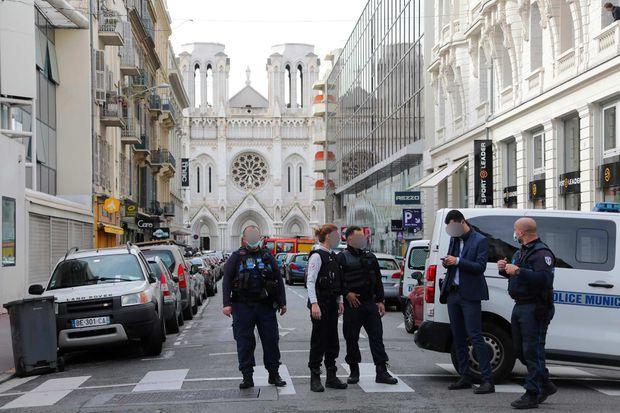 Le quartier autour de l'église Notre-Dame a été bouclé à Nice, le 29 octobre 2020.