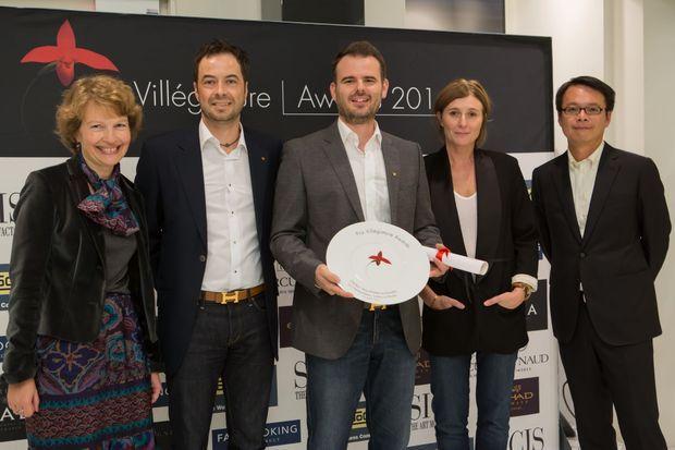 Nicolas Decker et son Prix Villégiature 2014 du « Meilleur Spa d'Hôtel en Europe », entouré de Maryse Masse, Jean-René Grau, Marie Montuir, Chung-Tao Hsieh