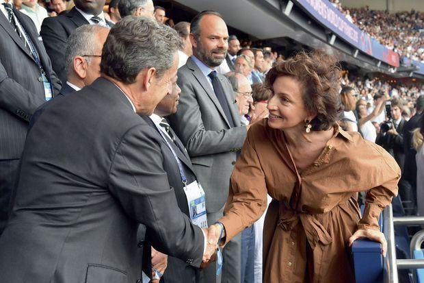 Nicolas Sarkozy avec l'ex-ministre Audrey Azoulay. Au Parc des Princes pour le quart de finale France-Etats-Unis, le 28 juin. Derrière, Edouard Philippe.