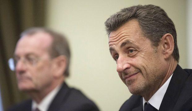 Nicolas Sarkozy Barbe Poutine-