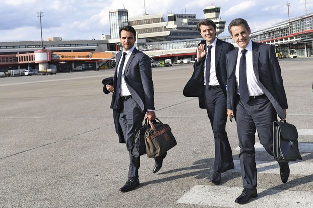 Nicolas Sarkozy et François Baroin (au centre) arrivent à Berlin, le 21 juin.