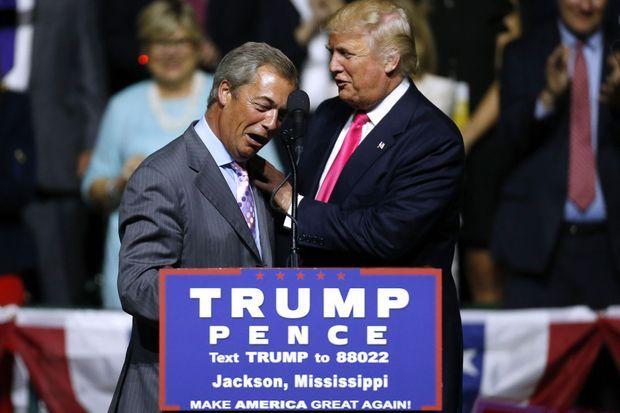 Nigel Farage et Donald Trump lors d'un meeting à Jackson (Mississippi), le 24 août 2016.