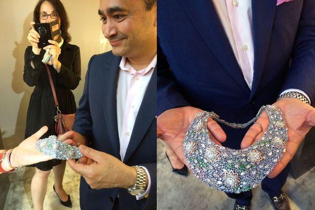 """Le joaillier Nirav Modi et son collier tout diamants """"Nymphéas""""."""