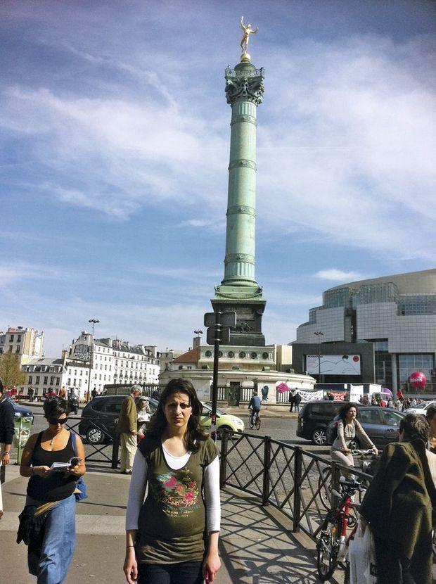 Nour, à Paris en 2012, place de la Bastille, quand elle étudiait en France.