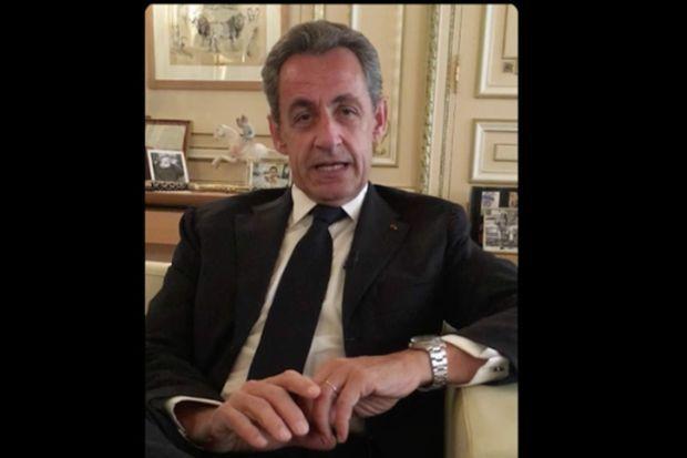 Nicolas Sarkozy adresse un message à son épouse Carla