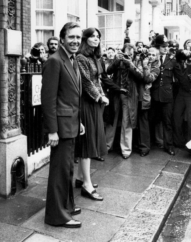 ntony Armstrong-Jones, Lord Snowdon et sa nouvelle femme Lucy Lindsay-Hogg le 15 décembre 1978