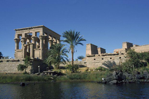 Le temple de Philae a été sauvé des eaux. La construction du barrage d'Assouan, en 1971, devait l'engloutir. Pierre par pierre, il a été remonté sur une île voisine.