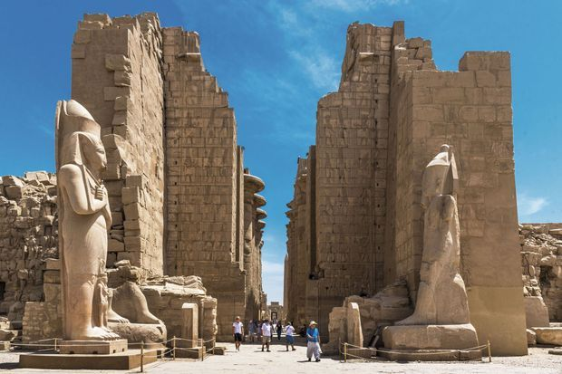 Progressivement, les touristes reviennent à Karnak, le plus vaste temple du pays.
