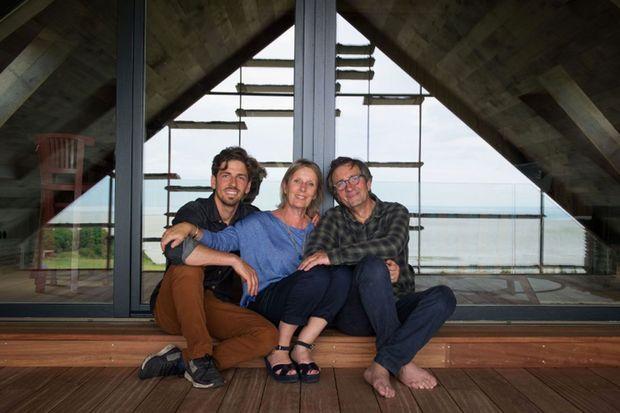 Olivier Roellinger en famille, à l'heure de l'inauguration de « La Ferme du Vent » à Cancale en Bretagne.