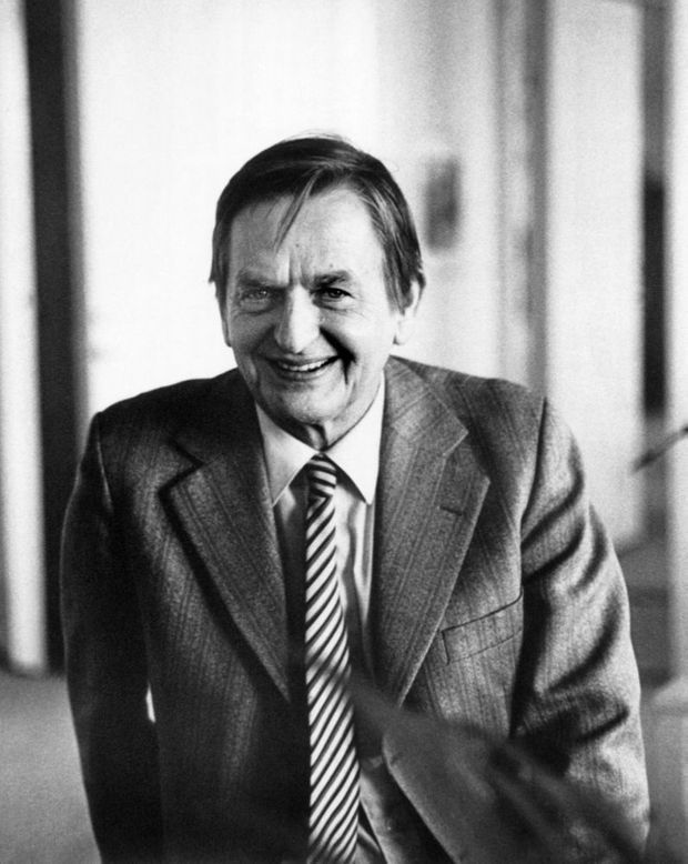 La dernière photo d'Olof Palme, prise 9 heures avant sa mort, le 28 février 1986 à Stockholm. Le Premier Ministre suédois a été assassiné le soir même.