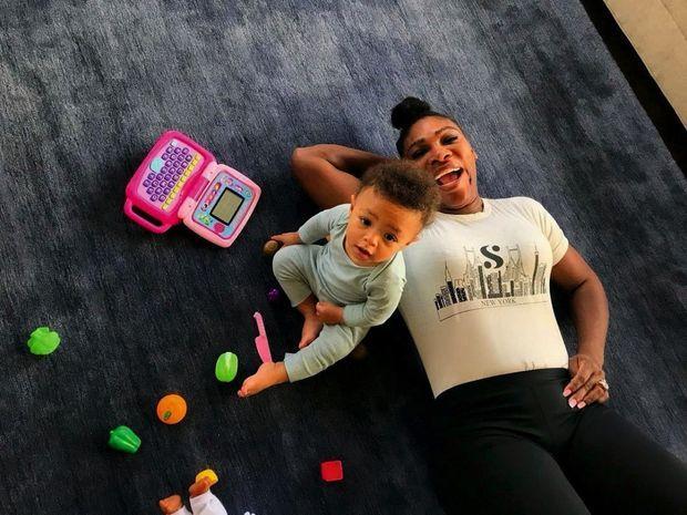 21 août 2018, elle partage les jeux de sa fille, Olympia, 1 an.