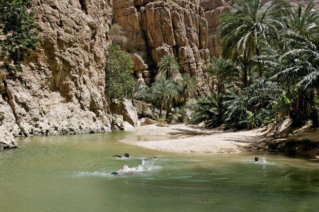 Un wadi : entre gorges escarpées et canyon rocheux.