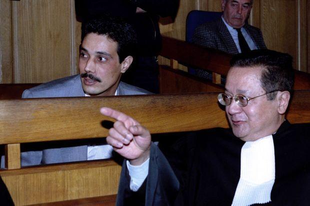 Omar Raddad et son avocat d'alors, Jacques Vergès, en 1994.