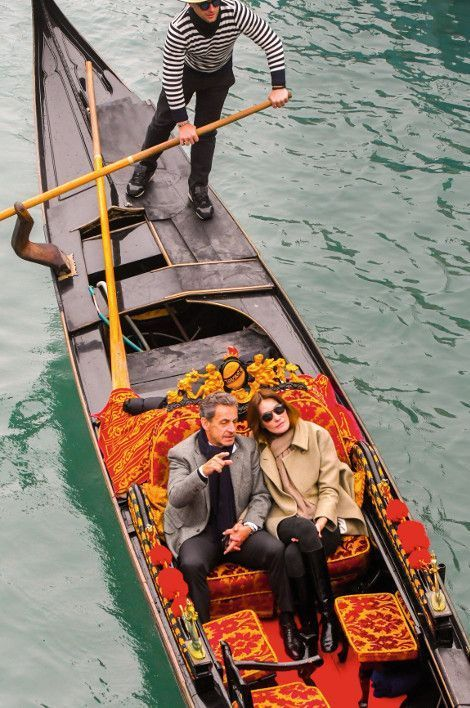 « Onze ans après, nous marchons encore main dans la main », a écrit Carla sur Instagram, en postant une photo de Venise.